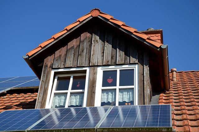 fotovoltaický panel u oken
