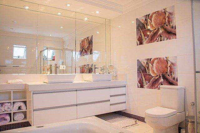 moderní koupelna v bílé