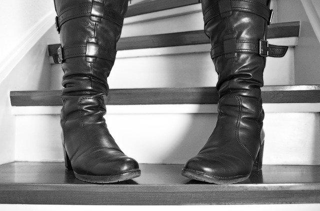 kozačky na schodech