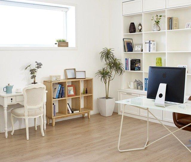 moderní pokoj, pracovna, knihy