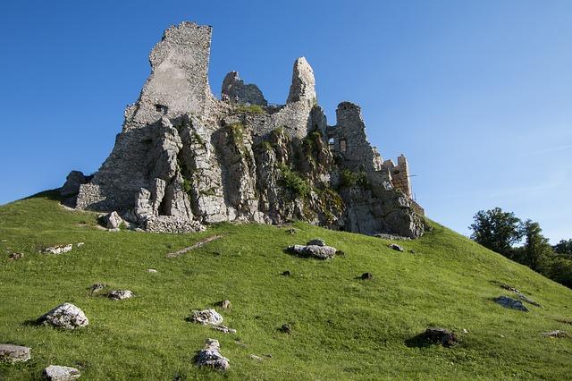 hrad hrusov