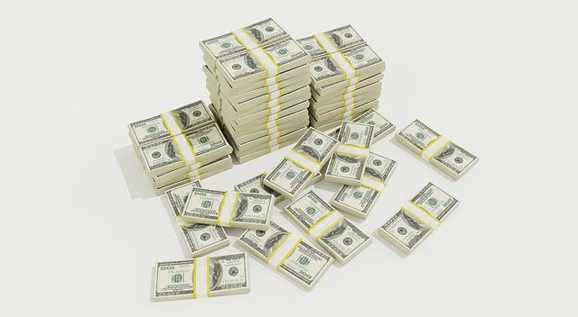 peníze v balíčkách