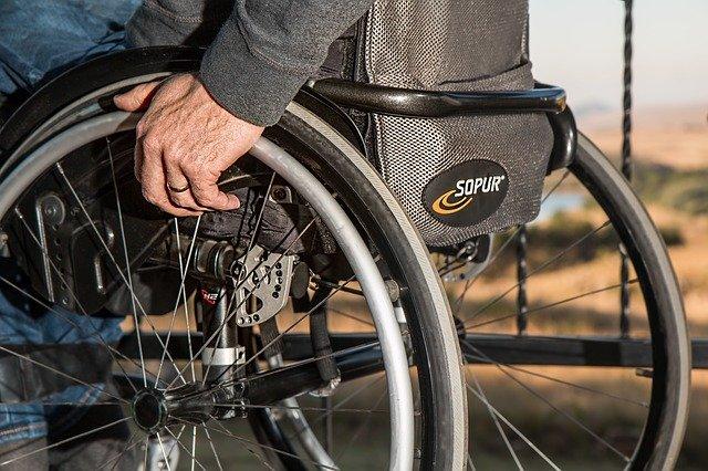 postižený na vozíku
