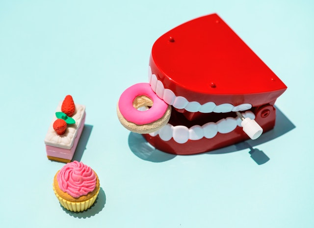 zuby na klíček a sladkosti