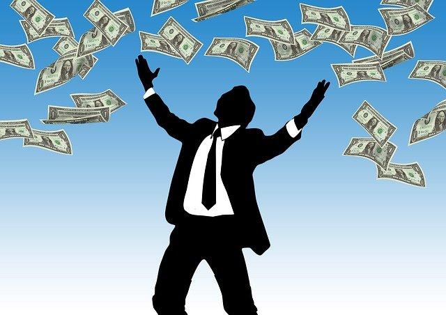 šťastný klient s penězi.jpg