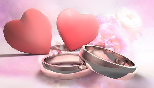 svatební oznámení se srdíčky a prstýnky