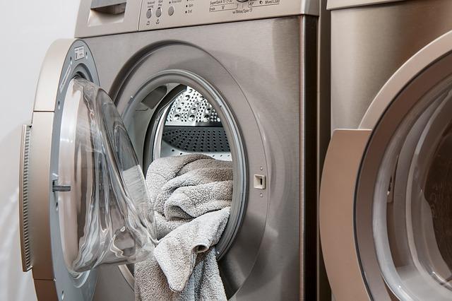 plná pračka prádla