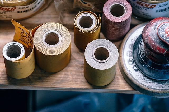 různé typy lepicích pásek