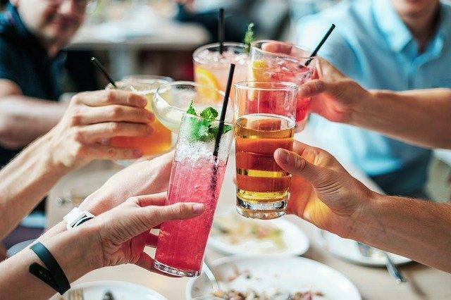 přípitek koktejly