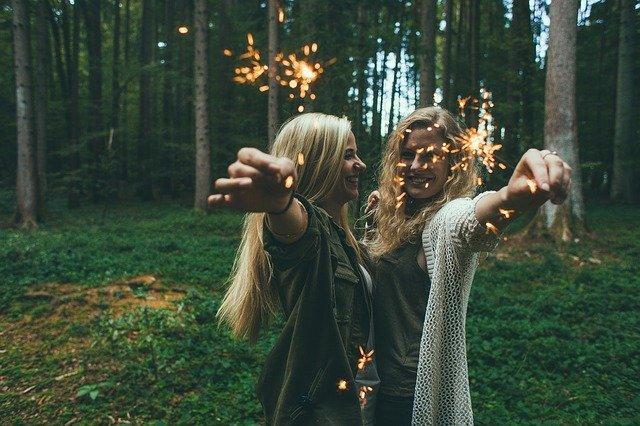 dvě tančící ženy