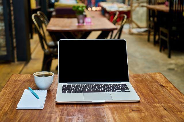 práce s notebookem