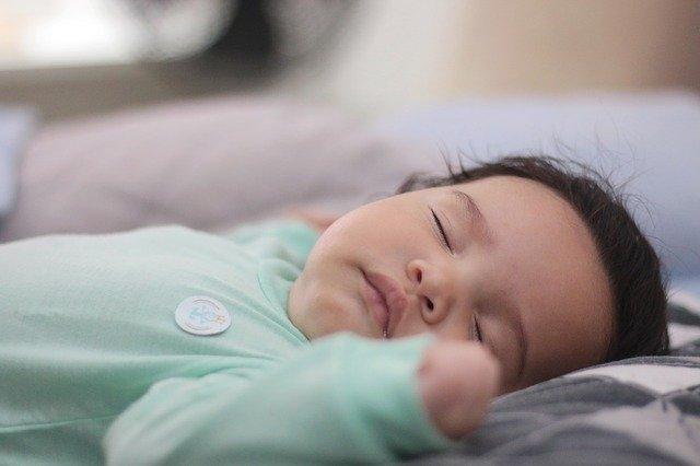 spící miminko